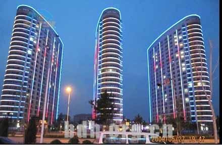 [南戴河宾馆]南戴河倚海45度公寓倚海45°夜景